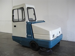 Tennant 385 rider sweeper