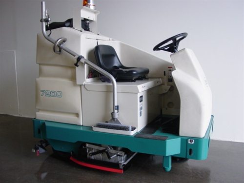 Tennant 7200 electric floor scrubber rider industrial for Floor zamboni machine