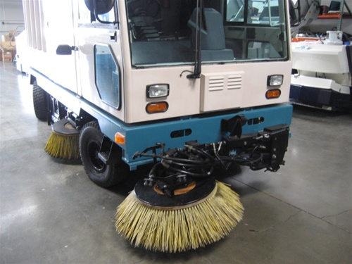 Reconditioned Tennant 830 Ii Street Sweeper Used