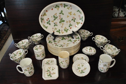 37 Pcs. Wedgwood Wild Strawberry Bone China Made In England 22kt Gold