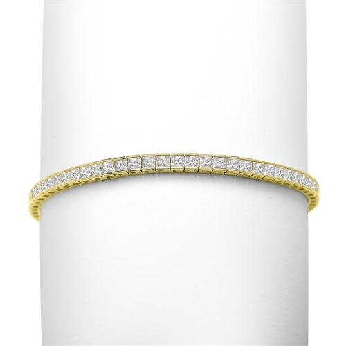 Princess cut diamond in yellow gold tennis bracelet