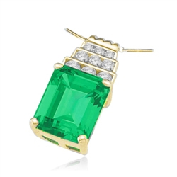 Solid gold pendant-emerald & melee stone with 4 prongs