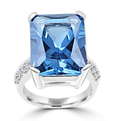 sterling silver ring with emerald cut aquamarine stone & melee