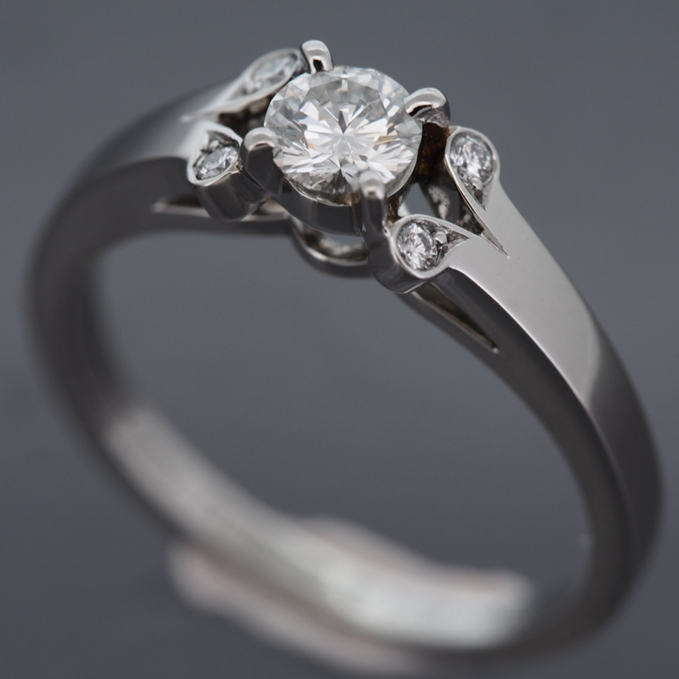 Cartier Platinum: CARTIER PLATINUM 950 BALLERINE SOLITAIRE 0.23 CT DIAMOND