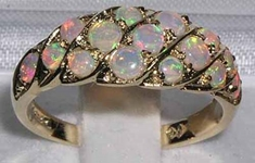 Vibrant 18K Yellow Gold Opal Band Ring