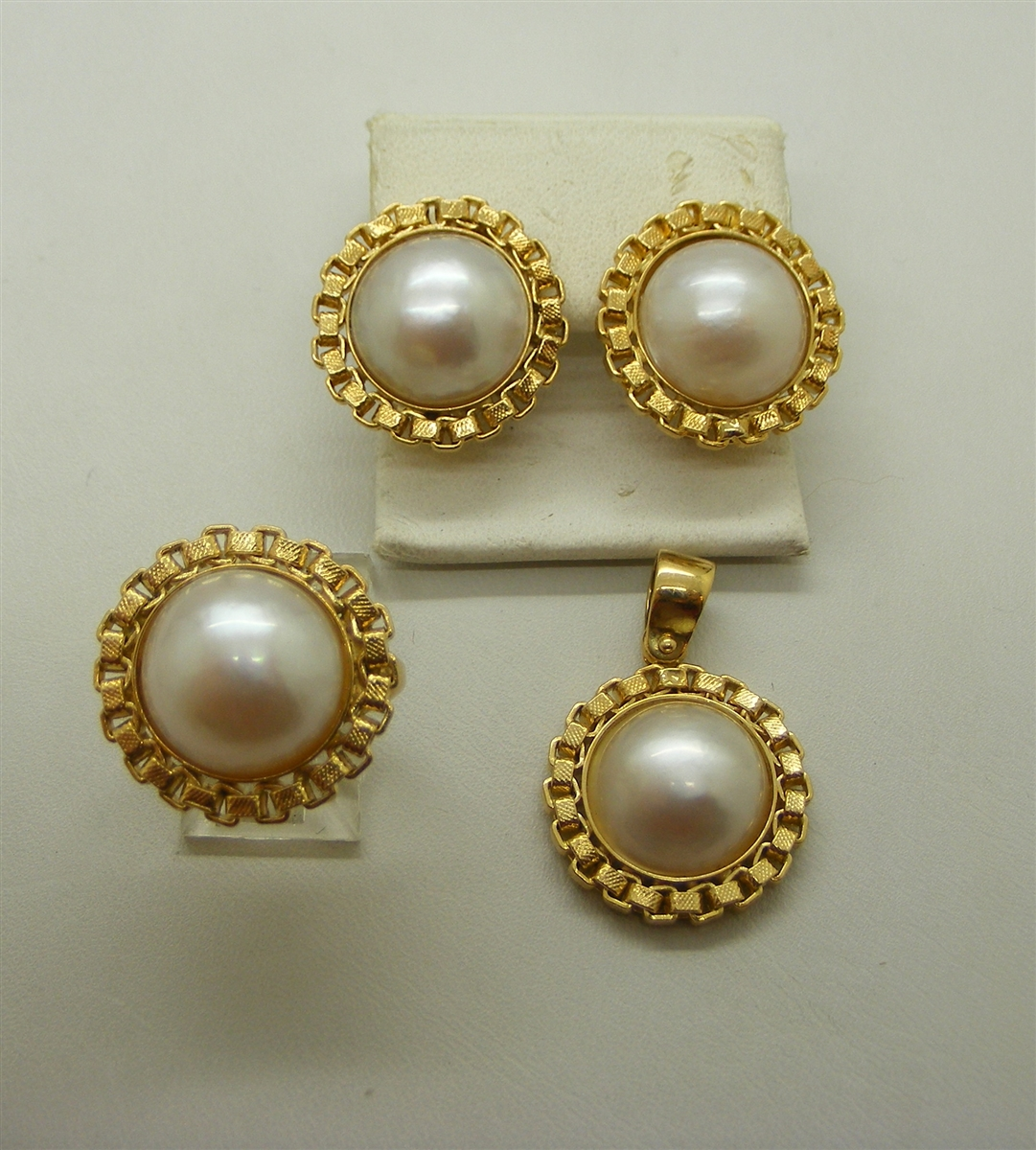 Designer Piece 18 K Yellow Gold Mabe Pearl Jewelry Set Ring Earrings Pendant