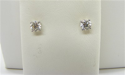 80 Points 4 Prongs Studs Earrings