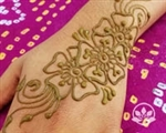 Learn how to henna in a hands on workshop taught by professional henna artist, Jody Beachcombers.
