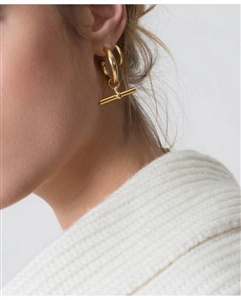 C Earrings (Gold/Silver) (will ship within 1~2 weeks)