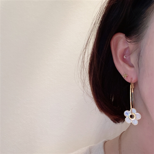 Pearl Flower Earrings (will ship within 1~2 weeks)