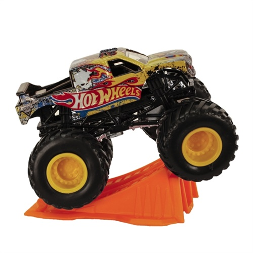 1:64 Hot Wheels Team Hot Wheels Truck - Stunt Ramp Series