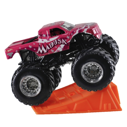 1:64 Hot Wheels Madusa Truck - Stunt Ramp