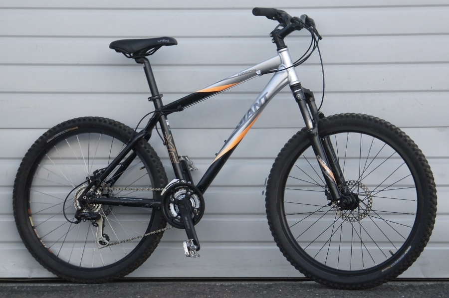 16 Medium Giant Rincon 24 Speed Aluminum Hardtail Mountain Bike