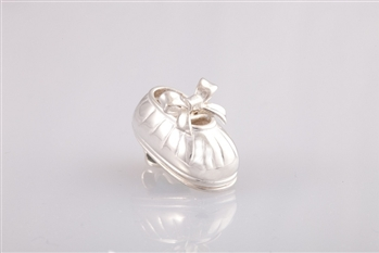 baby shoe pendant, first steps