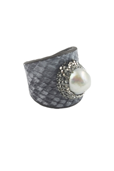 Snake Leather Rings with White Pearls R1409