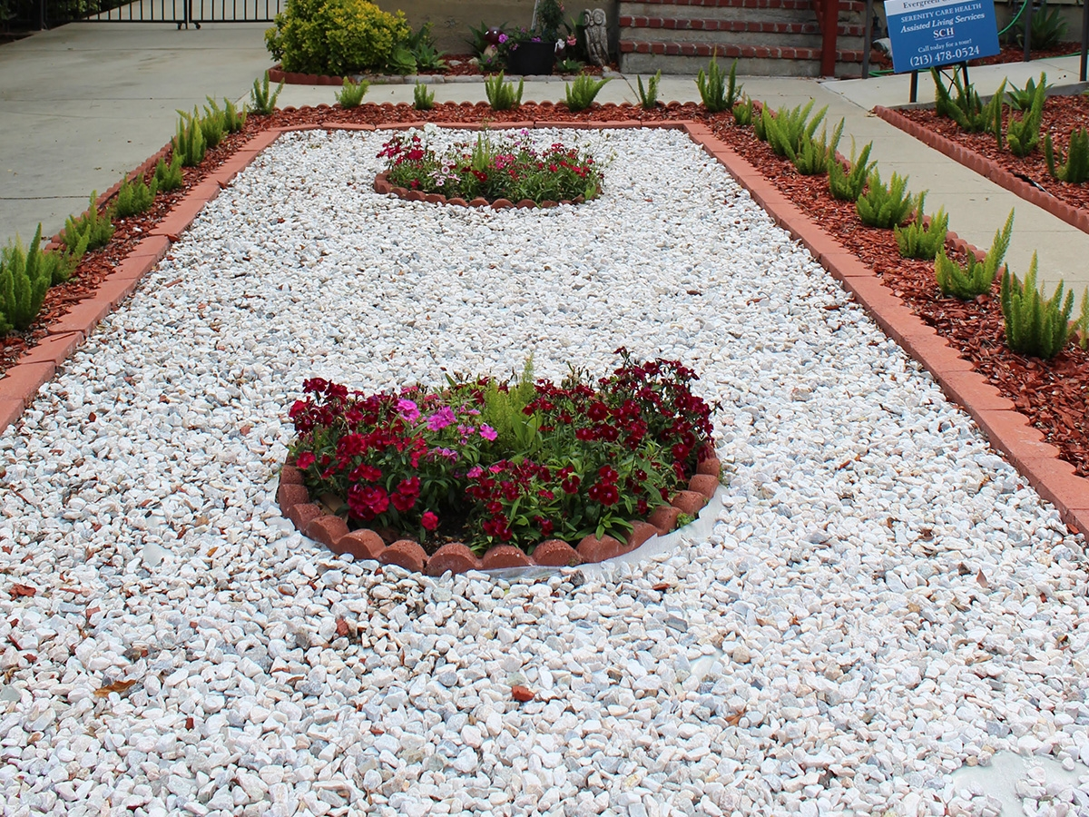 View Larger Photo - White Marble Gravel 3/4