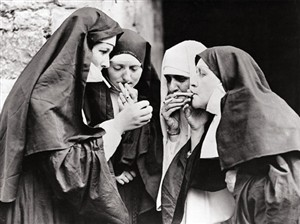 1170 BD Nuns smoking