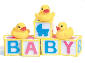 4622 NB Rubber ducky on baby blocks