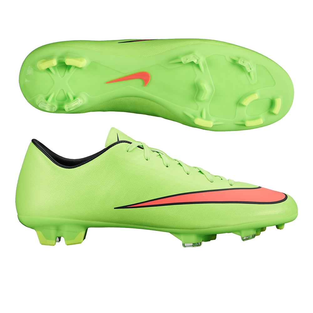 green nike soccer shoes