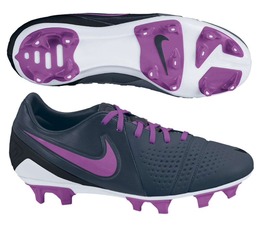 nike soccer shoes women