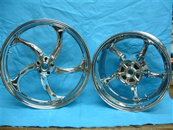 Stryker Widened rear rim, chrome front rim
