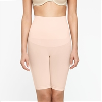 Nude smooth and seam-free mid-waist shaping short