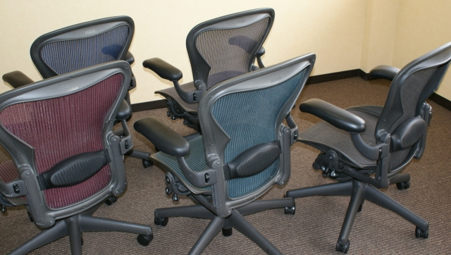 Herman Miller Aeron Chair Size B Fully Featured In Green Refurbished