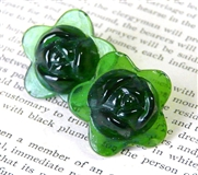 2pc glass flower 20mm green