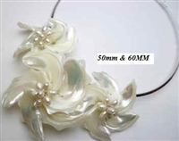 20670-1-2 MOP 3 flowers Pendant with Cable Necklace