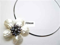 20670-11-12 MOP 1 flower pendant with Cable Necklace