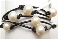 68037 Leather Bracelet with Fresh Water Pearl