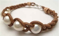 68042 Leather Bracelet with Fresh Water Pearl
