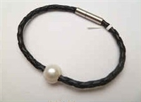 68045 Leather Bracelet with Fresh Water Pearl