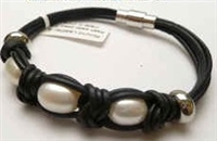 68047 Leather Bracelet with Fresh Water Pearl