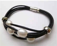 68070 Leather Bracelet with Fresh Water Pearl