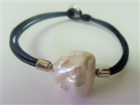 Marbi Pearl Pendant with Leather Bracelet