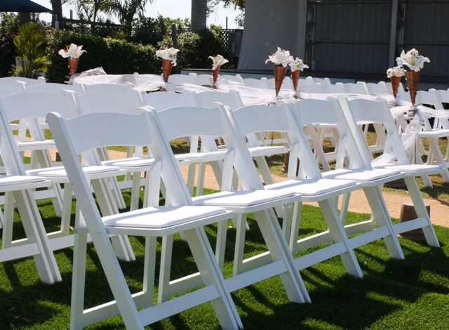 Superior WHITE WOOD FOLDING CHAIR ...