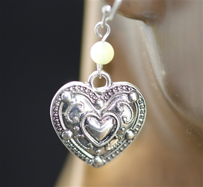QE-3530SB BEAD HAMMERED ANTIQUE HEART EARRING
