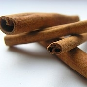 Cinnamon Essential Oil: Amber Bottle / Essential Oil: 10 mL