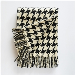 pied de Coq Merino Wool throw, throw, black, white, french inspired, Portugal, Portuguese, wool, marino, ancestral loom, loom, blanket, fringe, patterned throw, pattern,