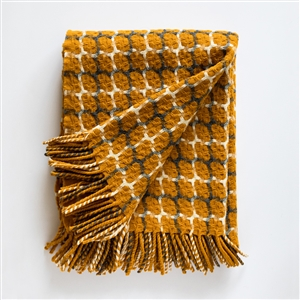 Gathering Merino Wool throw, throw, yellow, sheep wool, Portugal, Portuguese, wool, marino, ancestral loom, loom, graphic pattern, pattern,