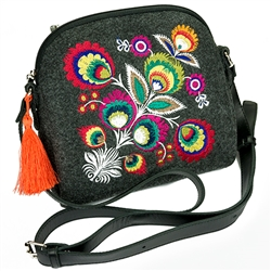 A small neat purse made of dark felt, which is characterized by high durability, as well as a robust leather strap with adjustable length. Despite the small size this handbag has a surprising capacity. The main decoration is a colorful embroidered Lowicz
