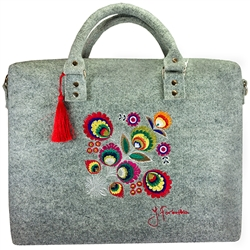 Large handbag made of light grey felt, which is characterized by high durability. The main decoration is a colorful embroidered Lowicz flower - an original design by Farbotka, inspired by Polish folk culture. Includes an adjustable, detachable strap and