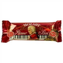 Gourmet pistachio marzipan, velvety hazelnut nougat from handpicked and freshly roasted hazelnuts, blended with crisped rice, and covered with a delicious layer of milk chocolate.