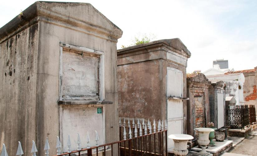 Voodoo Cemetery Walking Tour in New Orleans (Voodoo Temple, Congo Square)