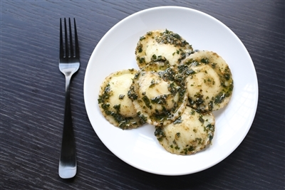 Gluten Free Large Round Spinach and Cheese Ravioli