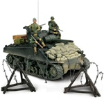 US M4A3 Sherman Medium Tank with 3 Figures - Unidentified Unit, Normandy, 1944 [D-Day Commemorative Packaging]