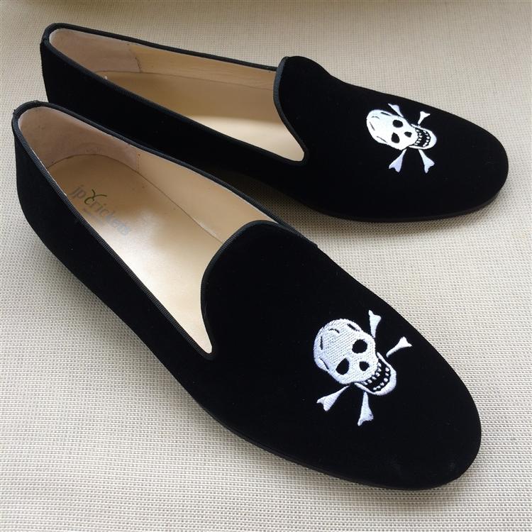 s skull and crossbones velvet shoe