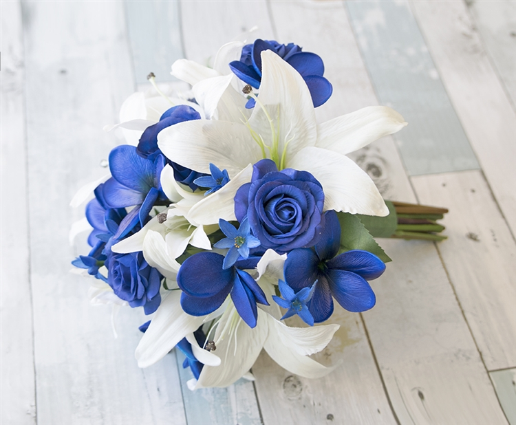 Natural Touch Off White Amp Blue Rose Bouquet