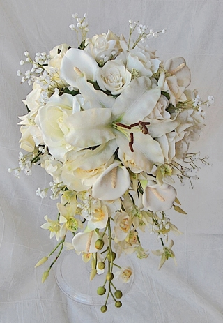 Off White Callas Lilies And Roses Bouquet